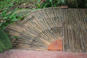 a04-BambooArtistry.JPG (135094 bytes)
